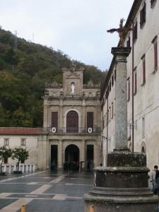 Croce e entrata Convento S.Francesco di Paola.