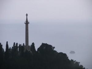 Monumento Michele Bianchi nella foschia