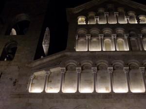 Tramonta il sole, si illumina la cattedrale…