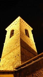 Campanile notturno della chiesa di barisciano