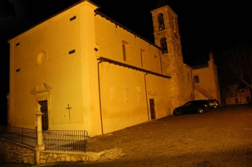 San Pio delle Camere - Chiesa di Castelnuovo in notturna