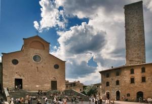 Duomo, torre e turisti