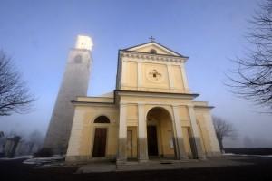 La chiesa e la nebbia