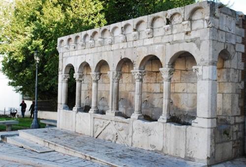 Isernia - figure alla Fontana Fraterna