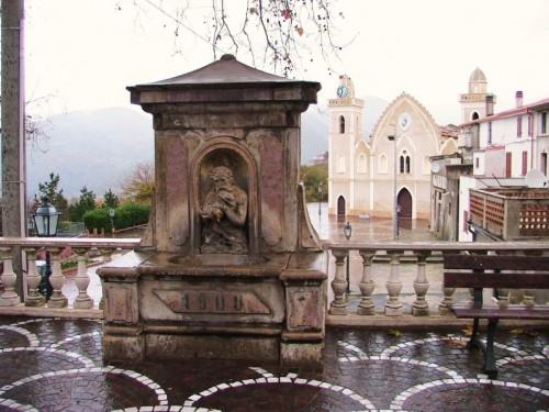 San Pietro in Amantea - Fontana di Zu' Tittu e Chiesa