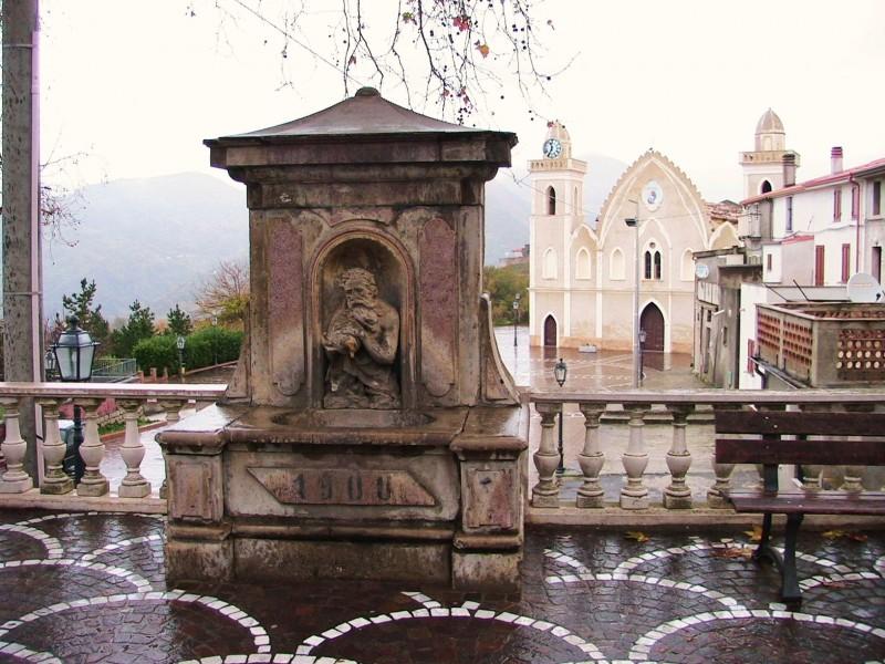 ''Fontana di Zu' Tittu e Chiesa'' - San Pietro in Amantea