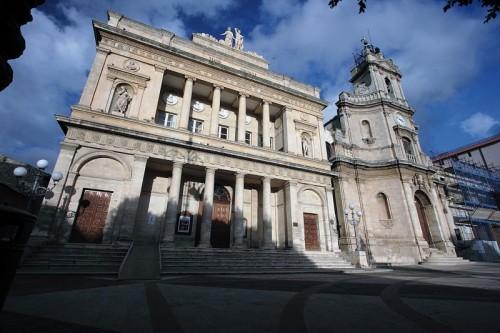Vittoria - Teatro Comunale e Chiesa della Madonna delle Grazie
