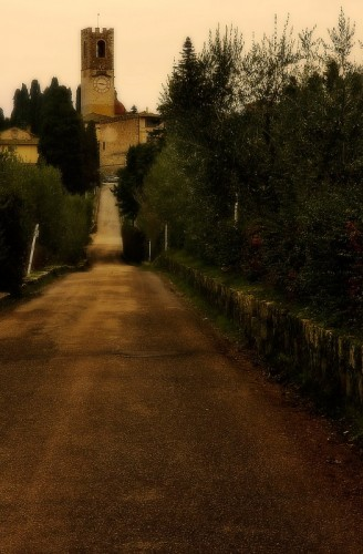 Tavarnelle Val di Pesa - La strada che conduce all'Abbazia di San Michele Arcangelo ........