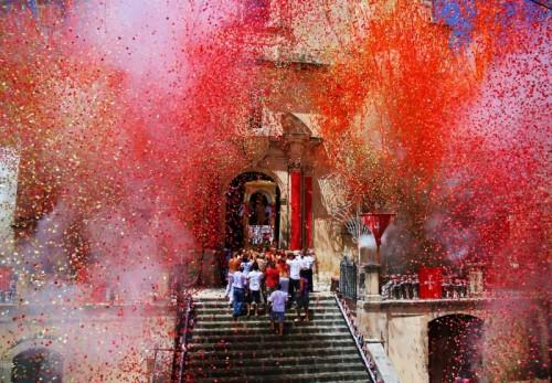 Ferla - esplosioni barocche sul barocco esce san sebastiano