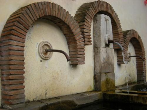 """Roviano - La fontana della """"Pischera"""""""