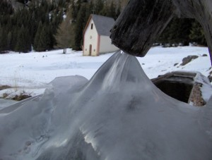 Fontana ghiacciata a Vallunga [Selva di Val Gardena]