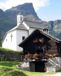 Alpe devero: maso e chiesa