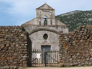 S.Pietro: la chiesa fra le pietre