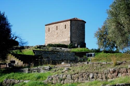 Ascea - La Cappella Palatina e il teatro antico sull'acropoli di Velia