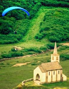 Sorvolando la chiesetta