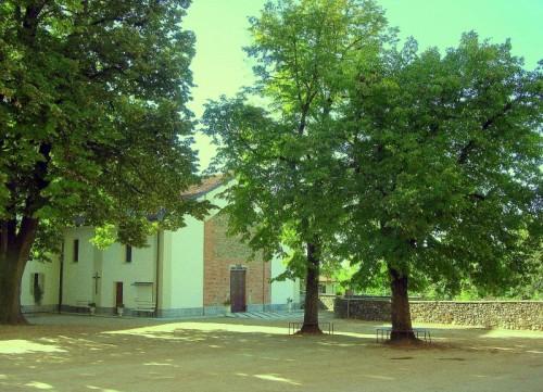 Rovasenda - Chiesa di S.M.Assunta (dalla piazza del castello)