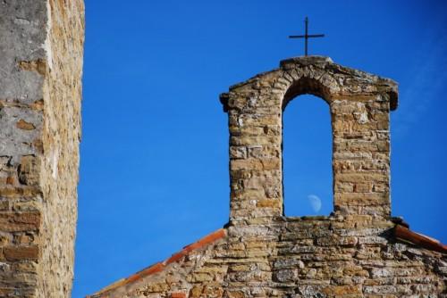 Muggia - Basilica dell'Assunta: il romanico e la luna