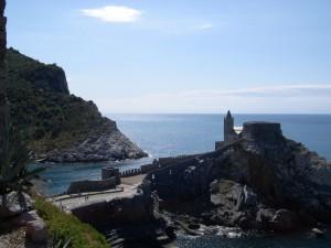 San Pietro, aperta sul mare