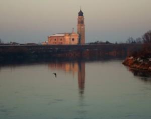 la chiesa sul fiume