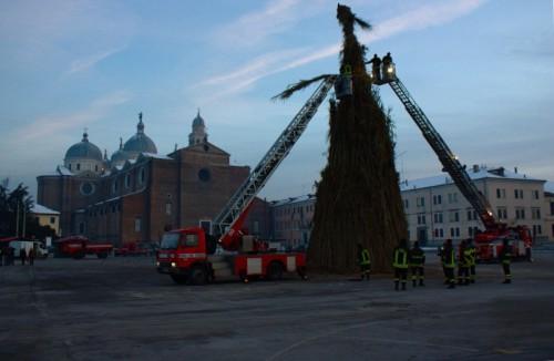 Padova - Santa Giustina e il falò