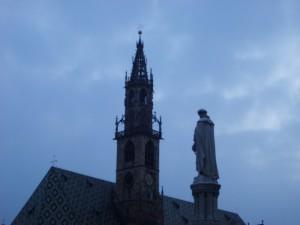Duomo di Bolzano e statua di Walther