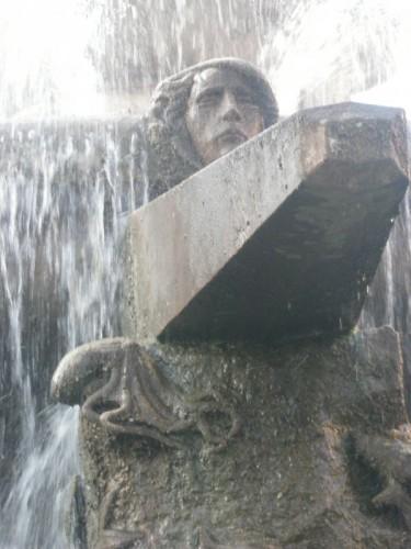 Taranto - fontana rosa dei venti - particolare