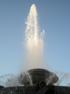 fontana rosa dei venti - il getto nel blu