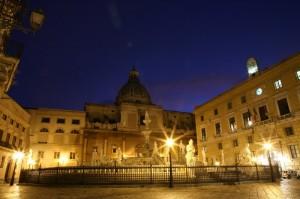Piazza della Vergogna e Santa Caterina