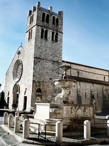 chiesa piazza monumento Alatri