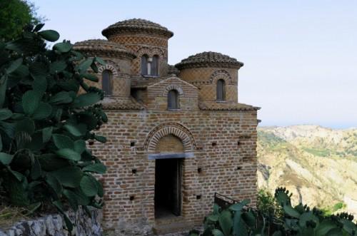 Stilo - Stilo e la sua piccola chiesa bizantina a pianta centrica