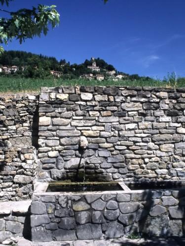 """Varzi - Pietragavina, Fontana del """"canòn"""""""