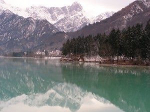il lago e il paese