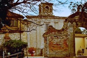 Facciata della Badia di San Pietro al Conero