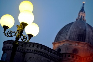 Cupola della Santa Casa di Loreto con lampione
