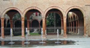 Fontana e porticato del Chiostro di Sant' Anna Ferrara