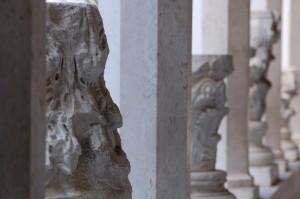 Abbazia di Montecassino - Capitelli nel corridoio