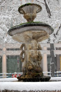 Piazza Fontana sotto la neve 1°