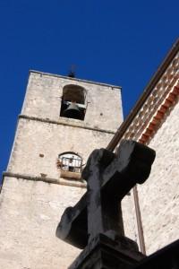 Pesche. Chiesa in un paese-presepe.