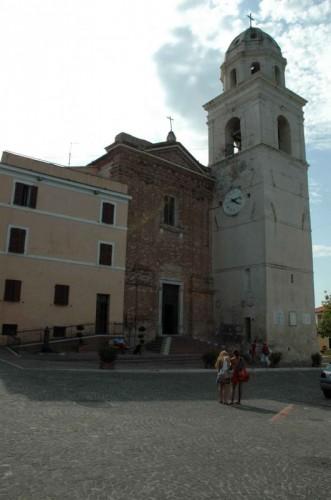 Sirolo - La bella chiesa sulla piacce centrale del paesino