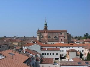 La chiesa e i tetti