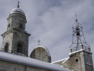 Il campanile innevato