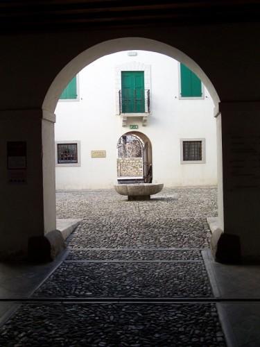 Venzone - fontana della posta
