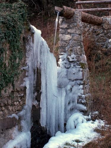 Cavazzo Carnico - fontana quasi naturale