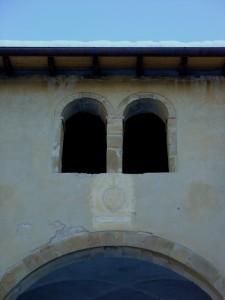 particolare della facciata di Badia Cavana