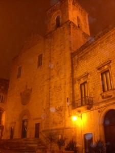 Chiesa madre di Putignano : tra nuvole e nebbia