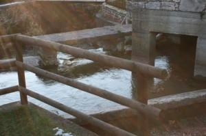 Il lavatoio sul torrente nella magia del sole - Calavino - Trentino