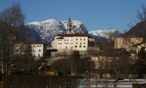 Chiesa SS. Pietro e Paolo il campanile con sfondo la paganella - Lasino - Trentino