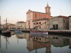La parrocchiale sul porto canale