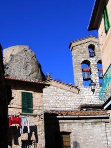 La Chiesa il Campanile la Rocca