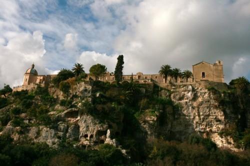 Ispica - chiese sulla roccia